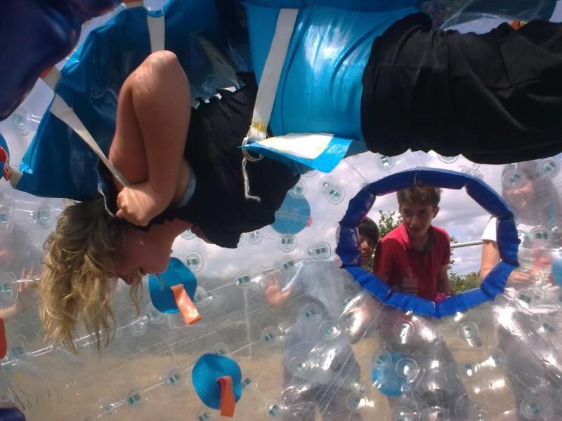 Location de structures gonflables et jeux de plein air - Boule gonflable transparente ...